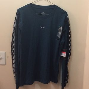 Womens Sports Casual Nike Tee L